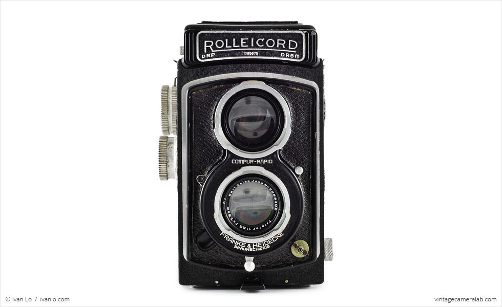 Franke & Heidecke Rolleicord IId (front view, viewfinder closed)