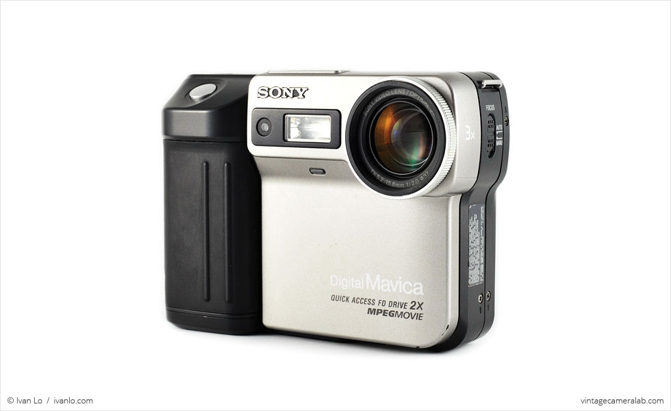 Sony Digital Mavica FD-81 (three quarters)