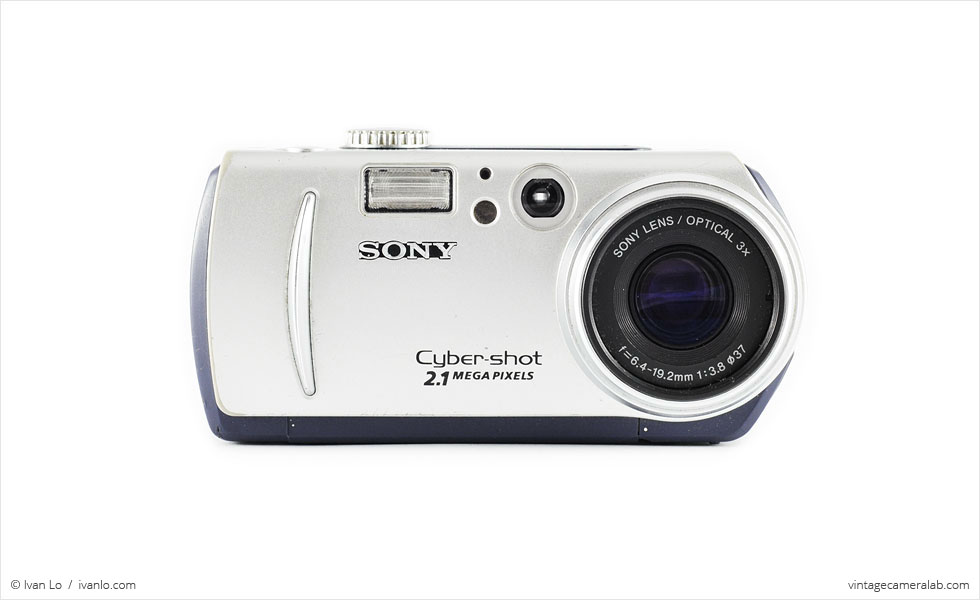 Sony DSC-P50 (front view)