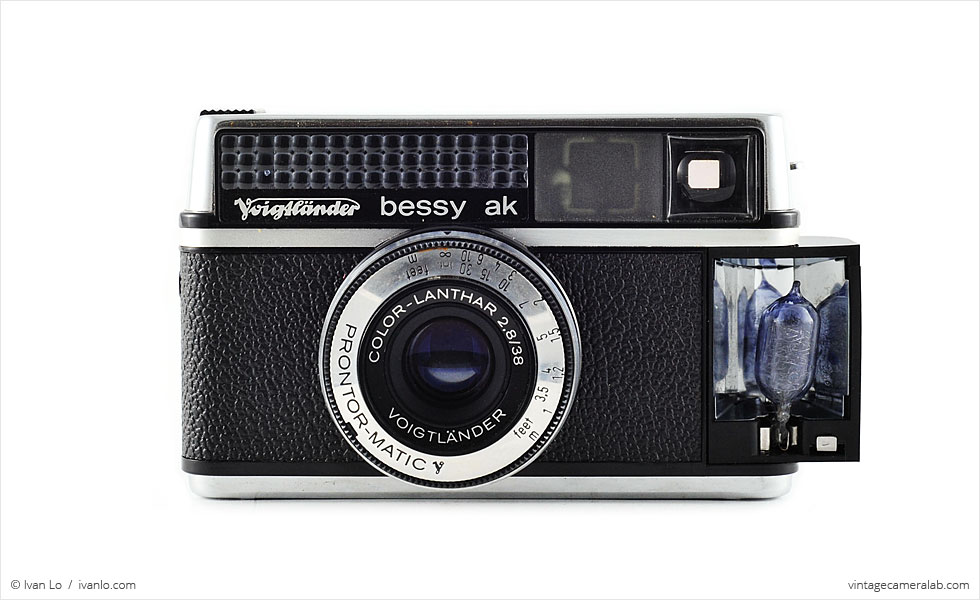 Voigtländer Bessy AK (front view, flash activated)