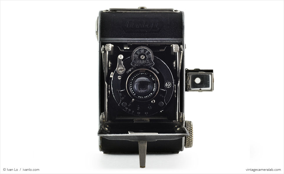 Zeh Goldi (front view, viewfinder up, open)