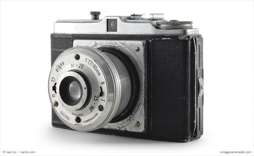 Dacora Digna (three quarters, lens extended)