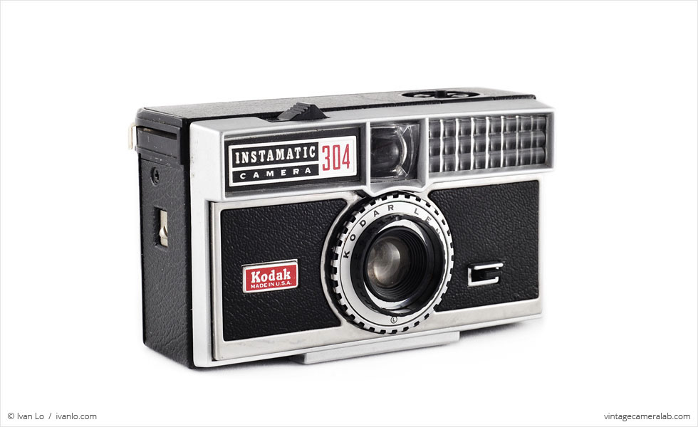 Kodak Instamatic 304 (three quarters)