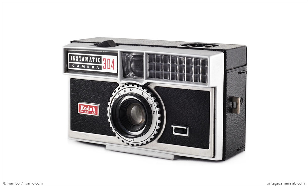 Kodak Instamatic 304 (three-quarter view)