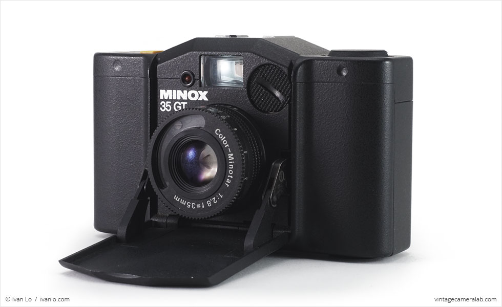 Minox 35 GT (three-quarter view, open)