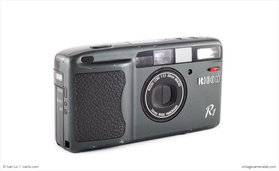 Ricoh R1 (three-quarter view)
