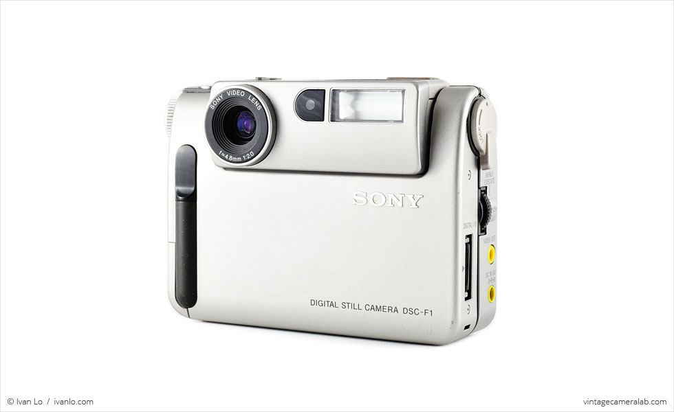 Sony DSC-F1 (three-quarter view)