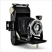 Read about the Franka Rolfix Jr. camera on Vintage Camera Lab