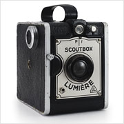 Read about the Lumière Scoutbox camera on Vintage Camera Lab