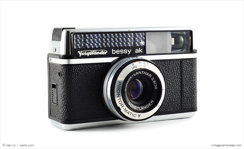 Voigtländer Bessy AK (three-quarter view)
