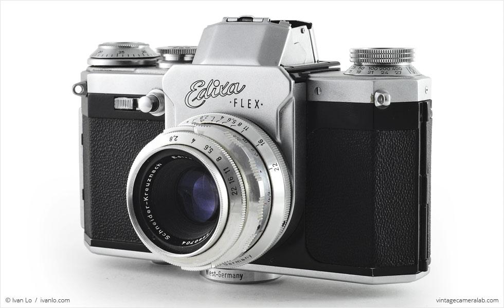 Wirgin Edixa Flex (three-quarter view, viewfinder open, with Schneider-Kreuznach Edixa-Laudar 50mm f/2.8)