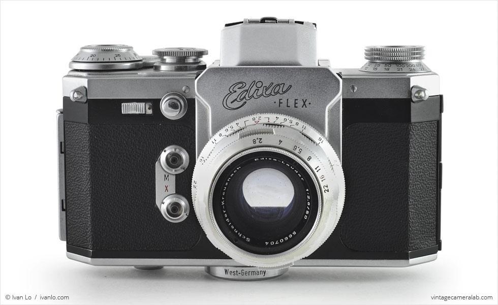 Wirgin Edixa Flex (front view, viewfinder open, with Schneider-Kreuznach Edixa-Laudar 50mm f/2.8)