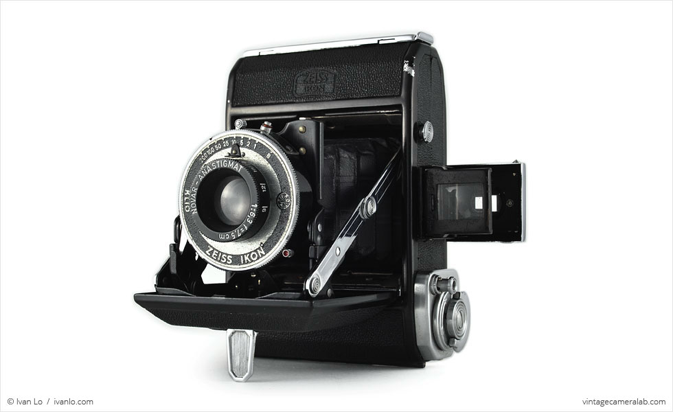Zeiss Ikon Ikonta 521 (three quarters, open)