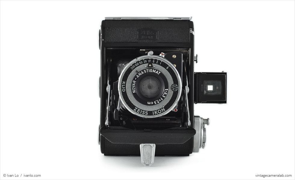 Zeiss Ikon Ikonta 521 (front view, open)